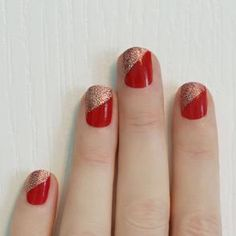 This Christmas nail design is a must this holiday season.