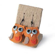 ORECCHINI CIVETTE ARANCIO  -  Orecchini con pendente in lana cotta a forma di civetta.