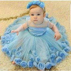 15 the best and cutest baby girl outfit ideas you will see in this article. Such as, outfit for swimming, for special event, for Halloween event, for playing in the garden and all. Baby Girl Frocks, Frocks For Girls, Tutus For Girls, Little Girl Dresses, Flower Girl Dresses, Nice Dresses, Cute Baby Girl Outfits, Kids Outfits, Fashion Kids