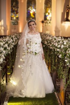 Casamento Clássico | Recidia e Juliano | Noiva de Evasê | Blog de Casamento Wedding Dress Pictures, Dream Wedding Dresses, Wedding Pics, Bridal Dresses, Wedding Gowns, Wedding Day, Flower Girl Dresses, Church Wedding Decorations, Wedding Hairstyles
