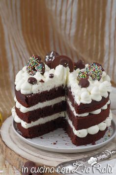Naked cake al cacao - torta nuda - In cucina con Zia Ralù Delicious Cake Recipes, Yummy Cakes, Desert Recipes, Creative Food, Cookie Decorating, Food Inspiration, Naked, Cookies, Food Food
