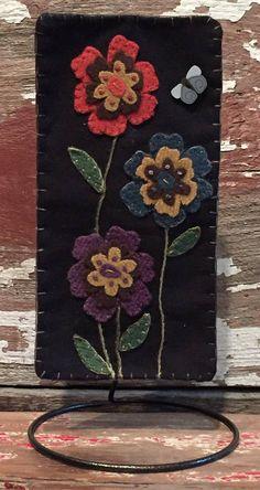 Skinnies Vintage Garden wool kit and pattern x Felted Wool Crafts, Felt Crafts, Wool Applique Patterns, Embroidery Patterns, Felt Flowers, Craft Flowers, Paper Flowers, Applique Wall Hanging, Felt Pillow
