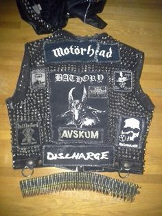 Vest Black Metal vest with various black metal band patches from Gig Outfit, Crust Punk, Punk Jackets, Battle Jacket, Rock Outfits, Band Merch, Death Metal, Rock Style, Punk Fashion