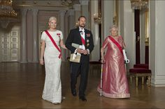 Royals & Fashion - The Royal Family of Norway offered a gala dinner in honor of parliamentarians at the Royal Palace in Oslo.
