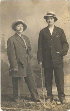 wisconsin, 1910. Vintage lesbians