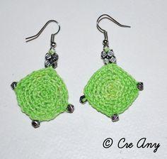 Boucles d'oreille fantaisie au crochet de couleur verte en forme de carré. : Boucles d'oreille par lescreany