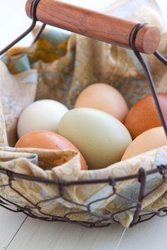 Beautiful presentation like mini souffles Baked-Eggs-BC2 http://www.acommunaltable.com/eggs-in-nests/