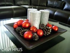 christmas centerpieces with silver trays Cheap Christmas, Christmas Candles, Christmas Centerpieces, Christmas Tree Decorations, Christmas Home, Christmas Holidays, Christmas Wreaths, Winter Decorations, Christmas Balls