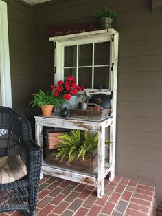 Children's Woodworking Projects Potting bench/table with old window Outdoor Potting Bench, Potting Tables, Garden Yard Ideas, Garden Table, Outdoor Garden Furniture, Furniture Decor, Furniture Storage, Repurposed Furniture, Furniture Plans