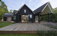 Det vifteformede hus spreder sig over grunden og skaber en mangfoldighed af udsigter, sollys og udendørs rum. Arkitekt Charles Bessard/Danske BoligArkitekter.