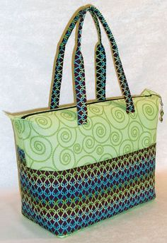 Summer_Tote Tutorial. I like the colour combination and the neat handles.
