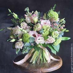 Купить Весенний букет из живых цветов в подарок на 8 марта - подарок на любой случай