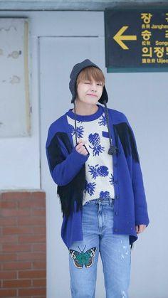 Random stuff about Kim Taehyung, member of kpop group BTS. Jimin, Bts Bangtan Boy, Daegu, Billboard Music Awards, Kim Taehyung, Namjoon, Foto Bts, Taekook, Bts Stage