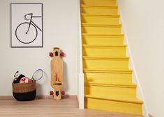 apporter de la couleur dans la maison via les escaliers. Une belle idée. #duluxvalentine #jaune #yellow #peinture #stairs #escalier #color #couleur #decoration #home Stairs Game, Redo Stairs, House Stairs, Painted Staircases, Painted Stairs, Painted Floors, Hall Tiles, Bungalow Interiors, White Staircase