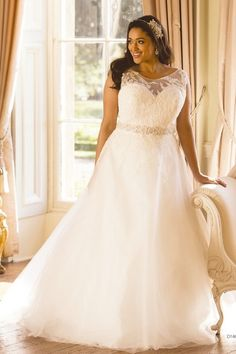 Popular Sleeveless Appliques Tulle A-line Sweep/Brush Train Scoop Plus Size Wedding Dresses