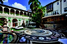 Versace's stunning home sells for cut-price Gianni Versace, Casa Versace, Versace Mansion Miami, Casa Casuarina, Walk In Robe, Villa, South Beach Miami, Cottage Homes, Pool Designs