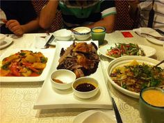 중국여행 간다면 미식코스 빠질 수 없겠죠!! #중국 #중국여행 #중국맛집 #중국음식 #중국요리 #상해 #양저우 #베이징  1. 하이디라오 중국 NO.1 훠궈 맛집. 중국 정통 샤브샤브의 맛과 마술 공연까지 다양하게 즐길 수 있다.  2. �