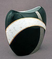 Simona-Marina Braathen Plus Pottery Kiln, Ceramic Pottery, Porcelain Jewelry, Porcelain Ceramics, Sculptures Céramiques, Painted Vases, China Painting, Pottery Painting, Bottle Art