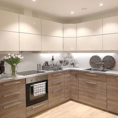 Paint Ideas For Kitchen Walls is totally important for your home. Whether you pick the Top Of Cabinets Decor Kitchen or Kitchen Decor Ideas Decoration, you will create the best Kitchen Soffit Decorating Ideas for your own life. Kitchen Room Design, Kitchen Cabinet Design, Modern Kitchen Design, Kitchen Layout, Home Decor Kitchen, Interior Design Kitchen, Home Kitchens, Kitchen Ideas, Decorating Kitchen