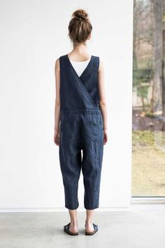 Loose linen jumpsuit charcoal washed linen jumpsuit washed linen overall how to dress like the italian street style stars dress italian stars street streetstyle Fashion Kids, Look Fashion, Female Fashion, 70s Fashion, Fashion 2020, Womens Fashion, Fashion Trends, Mein Style, Look Plus