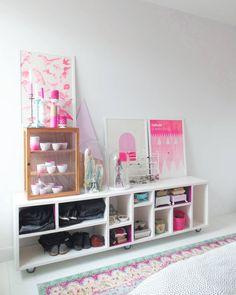 197 vind-ik-leuks, 40 reacties - Makien Verkroost (@makienverkroost) op Instagram: 'De andere kant van onze slaapkamer 😇 Niet af, maar wel een gezellig kleurrijke verzameling van…'