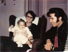 Elvis Presley Rare Images, photos, pictures never seen before 1970 elvis and his daughterGraceland Elvis Presley Las Vegas, Elvis Presley Memories, Elvis Presley Priscilla, Graceland Elvis, Elvis Presley Family, Lisa Marie Presley, Rare Elvis Photos, Rare Photos, Elvis Presley Pictures