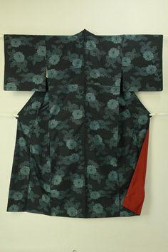 Dark blue tsumugi komon / 藍色地 菊花柄 紬小紋  #Kimono #Japan http://global.rakuten.com/en/store/aiyama/