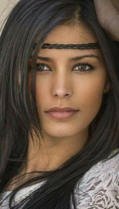 hairstyles (page Geflochtene Frisuren (Seite hairstyles (page - Most Beautiful Faces, Beautiful Black Women, Beautiful Eyes, Beautiful Clothes, Native American Beauty, Native American Girls, Girl Face, Woman Face, Brunette Beauty