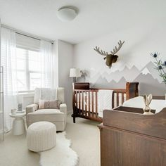 This outdoorsy, animal themed nursery is warm and cozy, the perfect place to welcome the tiny new addition to the family.⠀ ⠀ Find the post at dwellinggawker.com/insta by @neelamgurm