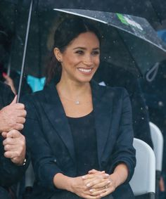 duchessmegs: The Duchess of Sussex watching kids. - Harry and Meghan Megan Markle Prince Harry, Prince Harry And Megan, Harry And Meghan, Duke And Duchess, Duchess Of Cambridge, Kids Singing, Kate And Meghan, Princess Meghan, Meghan Markle Style