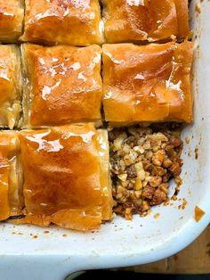 בקלאווה ביתית עם אגוזים ופילו Cookie Desserts, Vegan Desserts, Vegan Rosh Hashana, Spanakopita, Cake Cookies, No Bake Cake, Cake Recipes, Beef, Ethnic Recipes