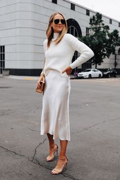 Jan 2020 - This all-white outfit would be perfect for a more casual holiday party like an office Christmas party or friends' gift exchange. It's festive and super chic for winter. Midi Rock Outfit, Midi Dress Outfit, Winter Dress Outfits, Casual Dress Outfits, Spring Outfits, Fashion Outfits, Winter Party Outfits, Dress Winter, Womens Fashion