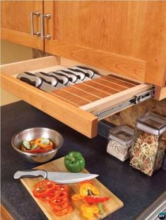 An Under-Cabinet Knife Drawer and 33 Insanely Clever Things Your Small Apartment Needs. Ideas for a future home! Kitchen Pantry, New Kitchen, Kitchen Dining, Smart Kitchen, Organized Kitchen, Kitchen Ideas, Grand Kitchen, Kitchen Shower, Tidy Kitchen