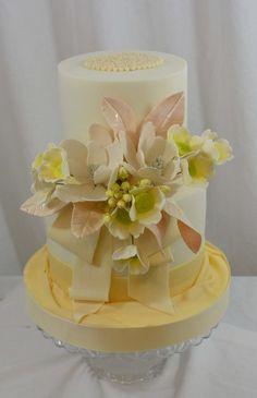 Wedding Magnolias - by sugarpixy @ CakesDecor.com - cake decorating website