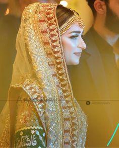 Asian Bridal Dresses, Pakistani Bridal Dresses, Pakistani Bridal Makeup, Luxury Bedroom Furniture, Bollywood Girls, Luxurious Bedrooms, Brides, Jewellery, Beautiful