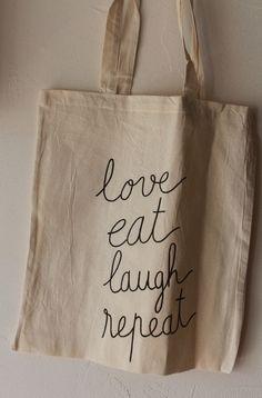 """Tote bag, sac en coton, inscription """"love, eat, laugh, repeat"""" noir et écru"""