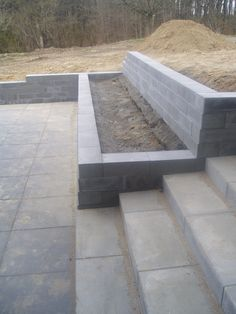 DIY Retaining Wall - Landscaping and Backyard Design Ideas landscaping slope retaining walls Top 10 Ideas For DIY Retaining Wall Construction Retaining Wall Construction, Diy Retaining Wall, Backyard Retaining Walls, Retaining Wall Design, Concrete Retaining Walls, Cement Patio, Gravel Patio, Garden Stairs, Garden Walls