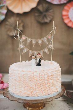 De la nota: Cake toppers originales y de distintos estilos para tu pastel de boda  Leer mas: http://www.hispabodas.com/notas/2812-cake-toppers-originales-y-de-distintos-estilos-para-tu-pastel-de-boda