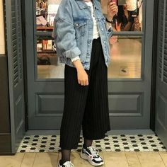 Casual Hijab Outfit, Denim Outfit, Casual Outfits, Fashion Outfits, Street Hijab Fashion, Hijab Fashion Inspiration, Mode Hijab, Jaket Jeans, Photography Couples