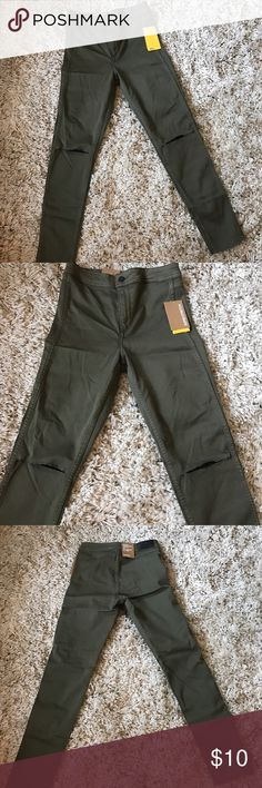 Women H&M pants new with tags Women H&M pants never worn still have rags on it very nice color and trendy H&M Pants Skinny