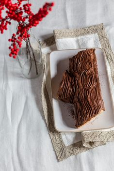 A video recipe to guide you in the kitchen to make a superb Tuscan inspired chestnut and ricotta Yule log this year! Let's start the Juls' Kitchen Christmas