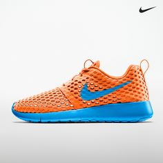 Designed for cool comfort, this kids' Nike Roshe Run Flight Weight shoe  will add