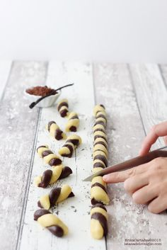 cacao and vanilla braided biscuits. Italian Cookies, Italian Desserts, Mini Desserts, Biscotti Cookies, Yummy Cookies, Biscuits, Chocolate Recipes, Love Food, Sweet Recipes