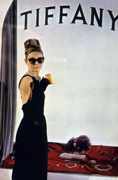 Publicity photo of Audrey Hepburn as Holly Golightly in the 1961 film Breakfast Audrey Hepburn, British Actresses, Actors & Actresses, Color Azul Tiffany, Breakfast At Tiffany's, Tiffany & Co., Holly Golightly, Film Aesthetic, Old Hollywood Glamour