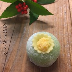 福寿草-ふくじゅそう- 求肥製・若草色あん。 お正月に咲く福寿草です。 ご存知ない方の為に福寿草の写真を拝借して来ました こちらのお菓子は黄色いお花の部分が冠のように見えて可愛いらしいです✨ ちょこ〜っとだけサボテンか、悪い王様(冠の感じが)に見える時もあります… ※※年始は1/6(土)より営業致します。 #和菓子#和菓子屋#wagashi#上生菓子#主菓子#茶道#茶席#茶の湯#japanesesweets#japaneseconfectionery#chadou#greentea#plantbased#vegan#金沢さかくら#さかくら#横浜#金沢区#金沢文庫#煉切 #新春#新年#正月#福寿草#fukuge