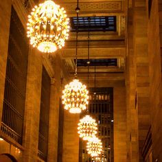 Grand Central Station is so #beautiful when you stop to #lookup and around! #NYC #manhattan #tourism #architecture #vanderbilt #cornelius #lights #lighting