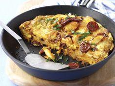 Kartoffeltortilla mit Paprikawurst ist ein Rezept mit frischen Zutaten aus der Kategorie Omelett. Probieren Sie dieses und weitere Rezepte von EAT SMARTER!