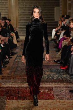 """Blanca Padilla for Ralph Lauren F/W New York Fashion Week "" Current Fashion Trends, Fall Fashion Trends, Latest Fashion For Women, Womens Fashion, London Fashion Weeks, Ralph Lauren Looks, Chiffon, Autumn Fashion 2018, Fashion Show Collection"