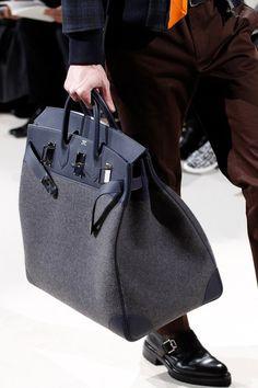 See detail photos for Hermès Fall 2017 Menswear collection. 에르메스 가방 b4b0e038cda68