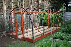 How to make your own polytunnel – Gardening & Permaculture Design Diy Greenhouse Plans, Greenhouse Farming, Backyard Greenhouse, Small Greenhouse, Homemade Greenhouse, Hydroponic Growing, Hydroponic Gardening, Farm Yard, Grow Lights